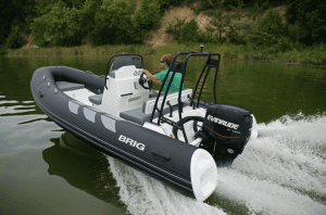 Navigator 485 in Water