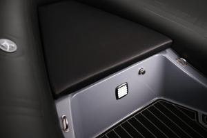 Navigator 570 Front Seat