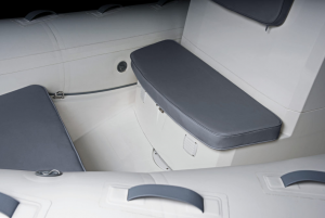 Navigator 610 Front Seats